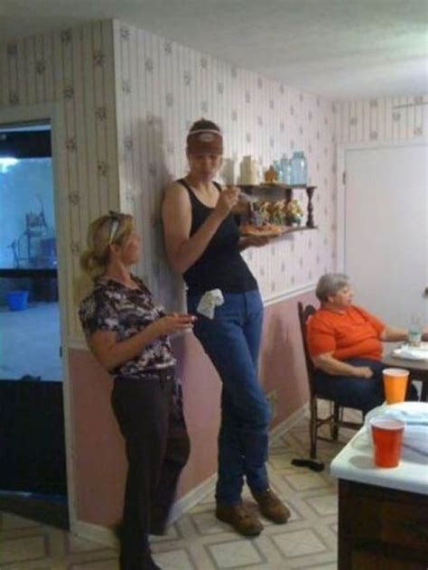 30 Extremely Tall Women - FunCage